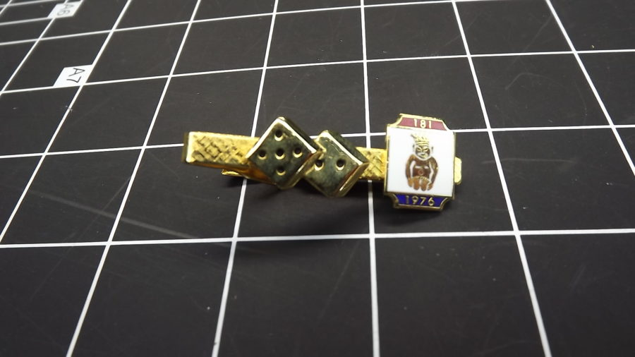 ANTIQUE VINTAGE GOLD TONE SHRINERS BILLIKEN DICE ENAMEL 1976 TIE CLIP 1