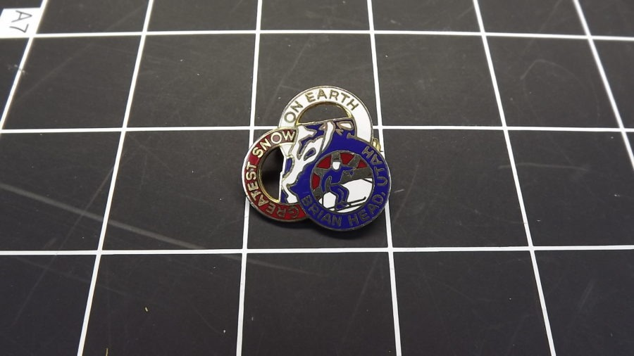 VINTAGE RED WHITE & BLUE BRIAN HEAD UTAH SKI ENAMEL LAPEL / HAT PIN 1
