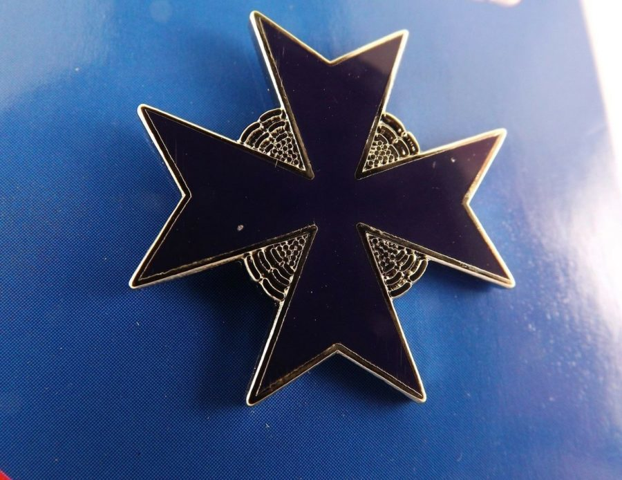 "BRAND NEW Lapel Pin GERMAN Blue Max Enamel 1"" 1"