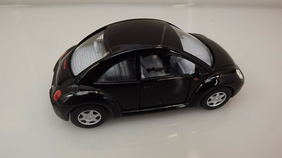 "Collectible Die Cast BLACK Volkswagen ""NEW BEETLE"" VW 1:32 Scale 4"