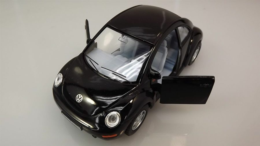 "Collectible Die Cast BLACK Volkswagen ""NEW BEETLE"" VW 1:32 Scale 6"