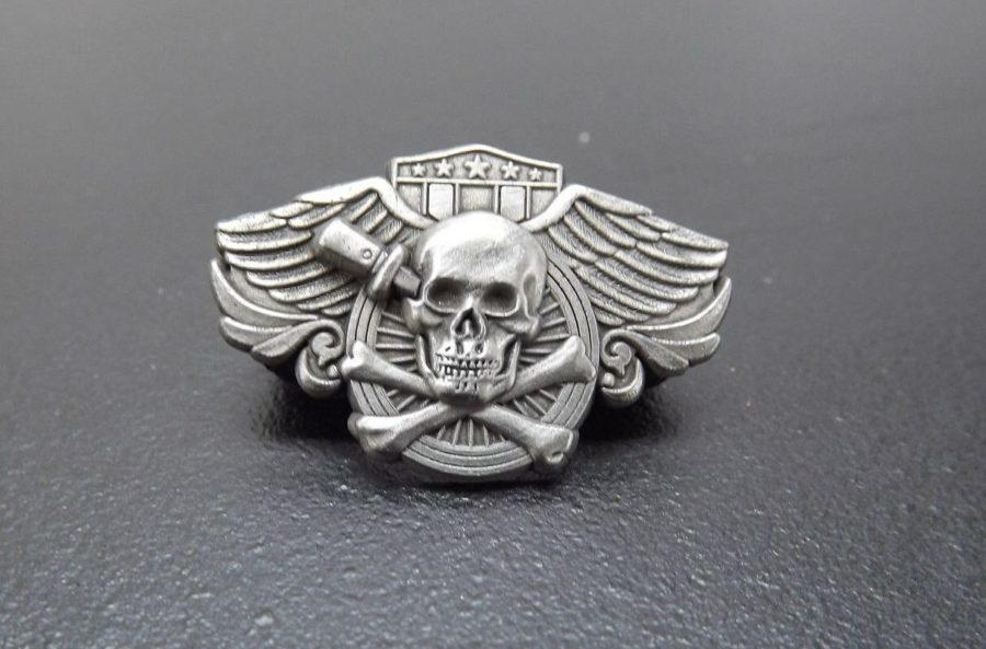 SKULL KNIFE LAPEL / HAT PIN BRAND NEW PEWTER 1