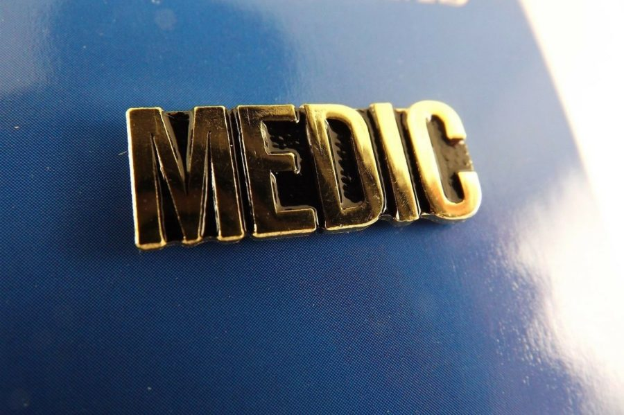 "BRAND NEW Lapel Pin U.S. ARMY MEDIC Script Letters Gold Tone 1"" 1"